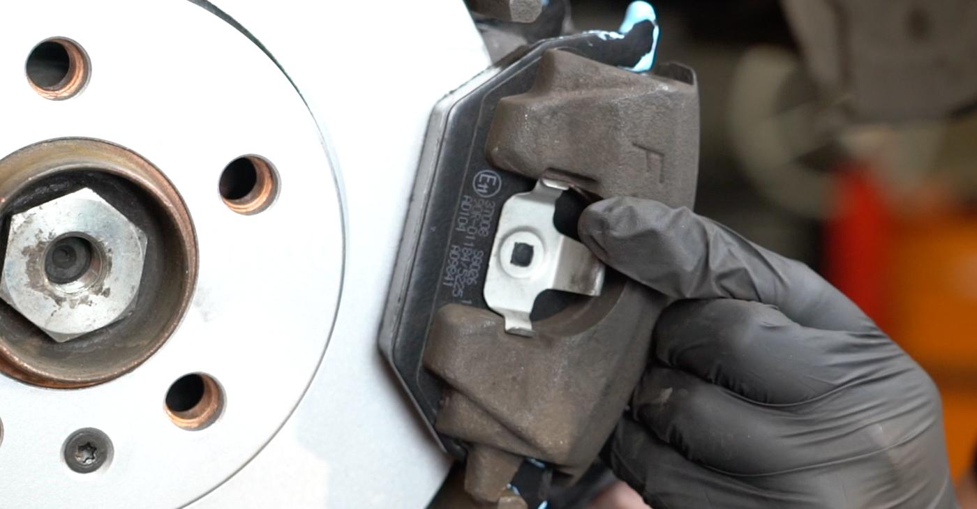 Wie schwer ist es, selbst zu reparieren: Bremsscheiben Seat Ibiza 6L1 1.9 TDI 2008 Tausch - Downloaden Sie sich illustrierte Anleitungen