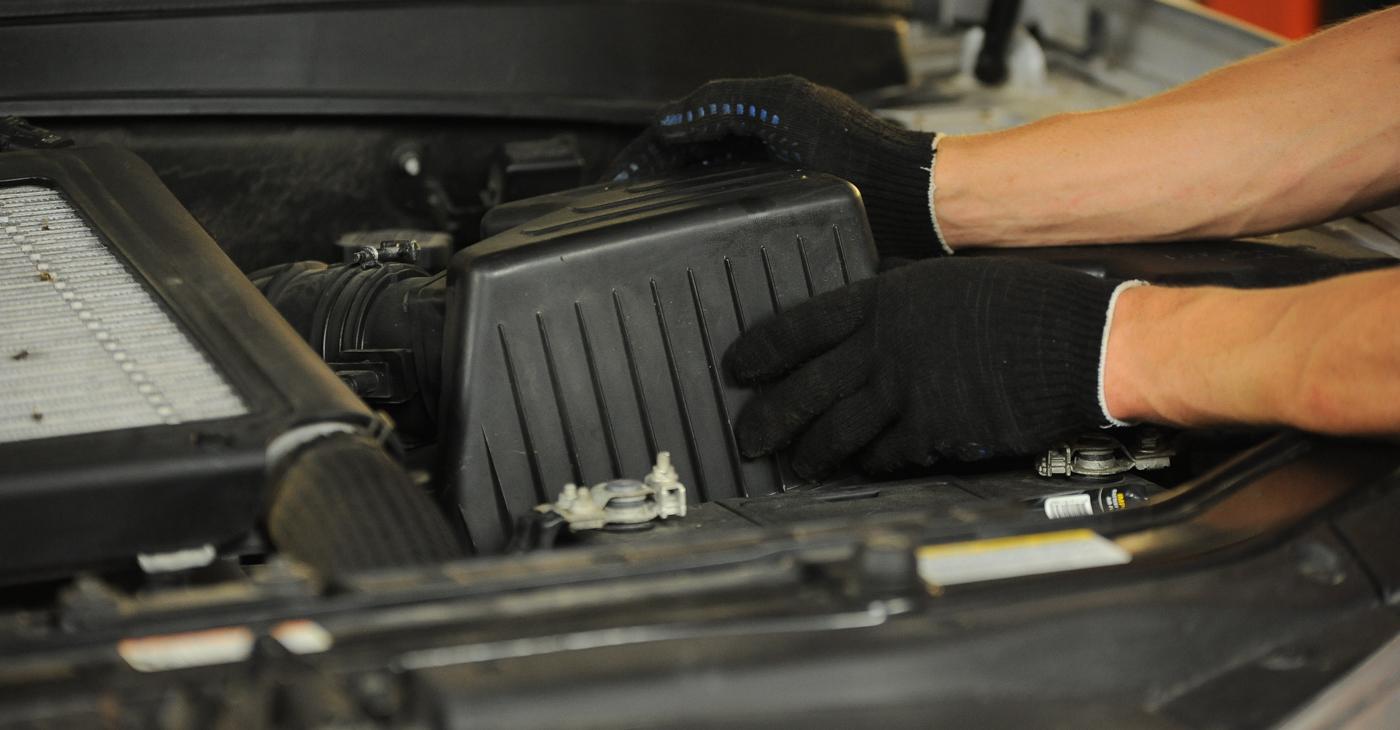 Wie schwer ist es, selbst zu reparieren: Luftfilter Hyundai Santa Fe cm 2.4 4x4 2011 Tausch - Downloaden Sie sich illustrierte Anleitungen
